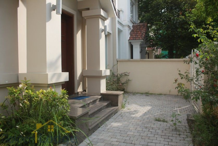 Spacious Vinhomes Riverside villa for rent with furnished nearby BIS 2