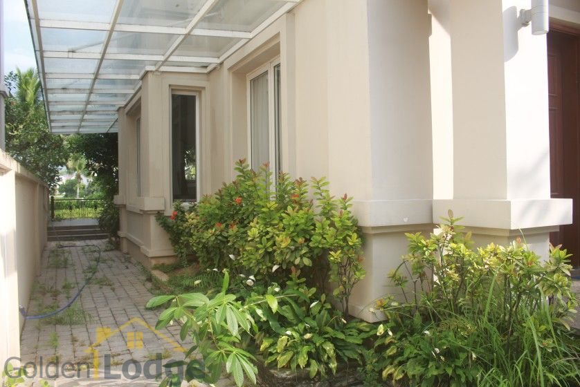 Spacious Vinhomes Riverside villa for rent with furnished nearby BIS 3