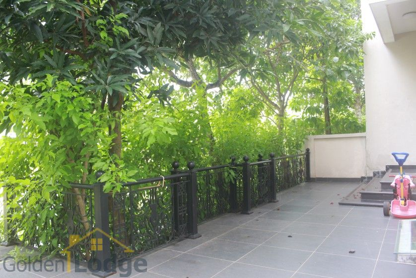 Spacious Vinhomes Riverside villa for rent with furnished nearby BIS 4