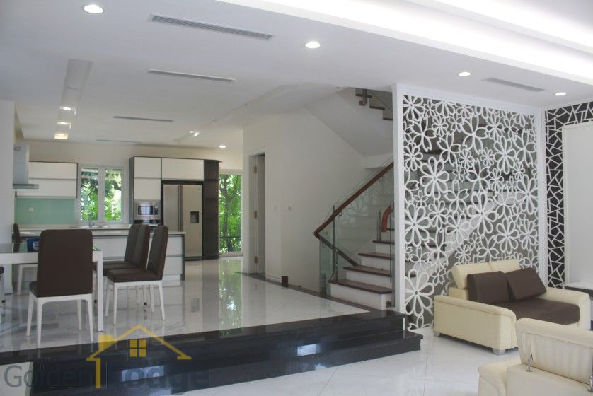 Spacious Vinhomes Riverside villa for rent with furnished nearby BIS 5