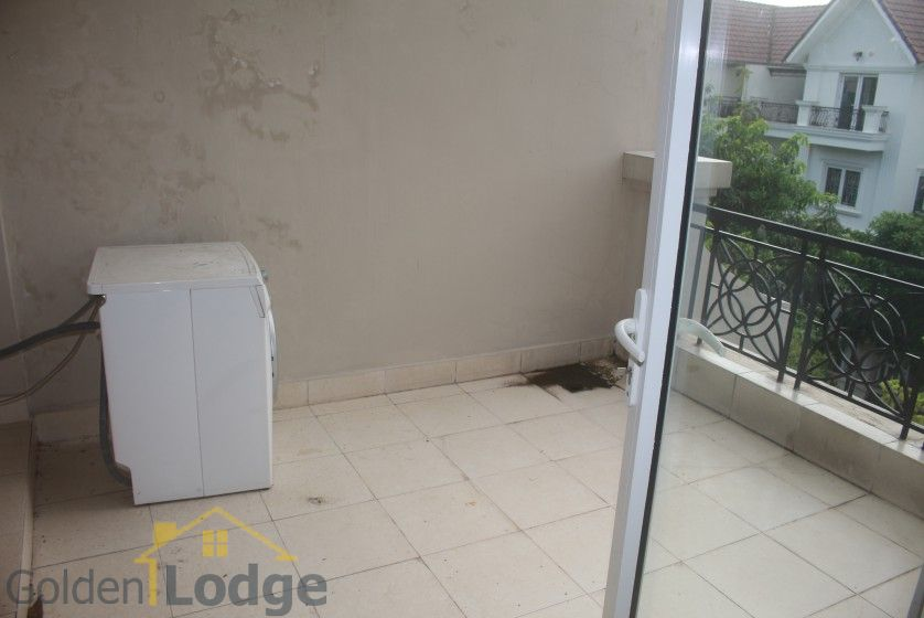 Spacious Vinhomes Riverside villa for rent with furnished nearby BIS 27