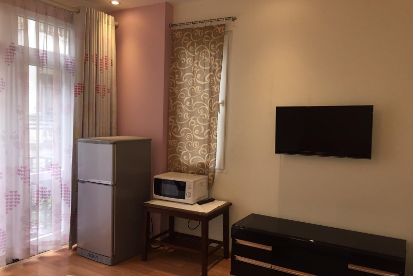 Studio on Dang Thai Mai street for rent Tay Ho balcony