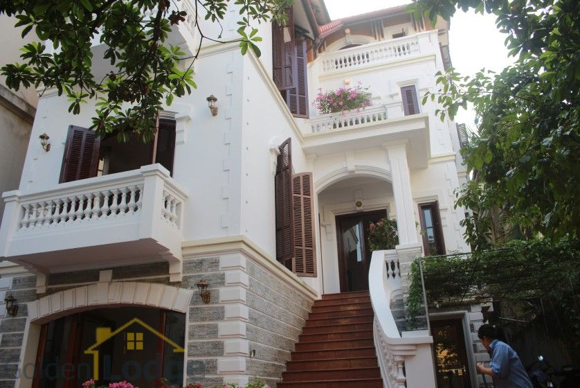 Swimming pool house in To Ngoc Van street, Tay Ho for rent 2
