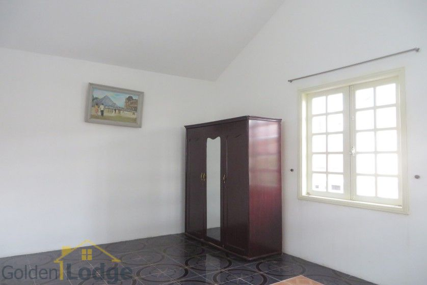 Large yard Tay Ho house rental with four bedrooms fully furnished 24