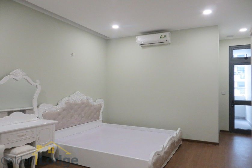 Trang An Complex apartment with 2 bedrooms and 1 small room 9