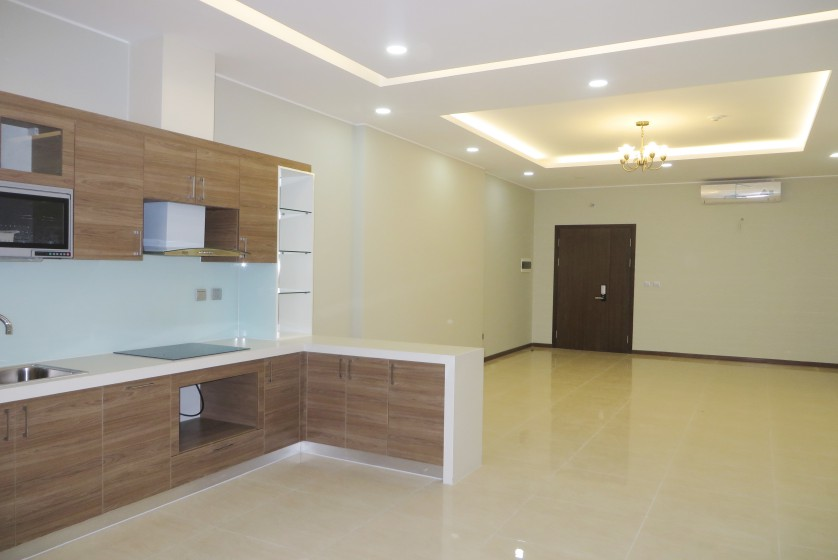 Unfurnished apartment in Trang An Complex Cau Giay, 3 beds 2