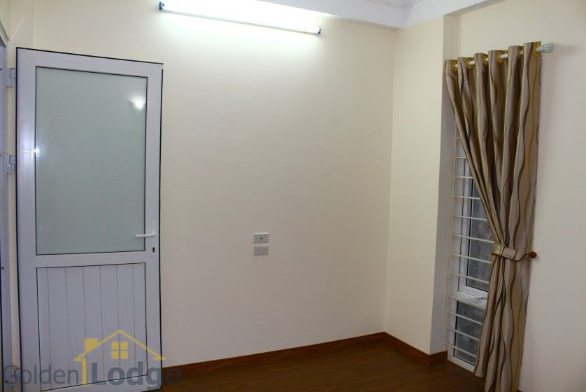 Unfurnished house in Long Bien to rent near Ngoc Thuy market 15