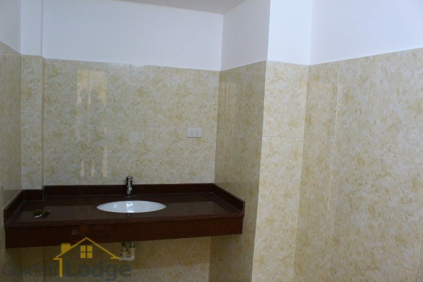 Unfurnished house in Long Bien to rent near Ngoc Thuy market 21