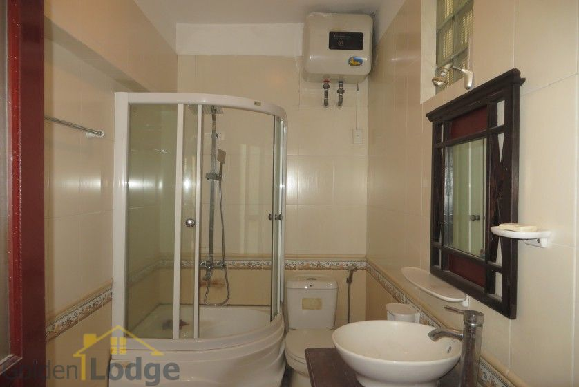 Unfurnished house in Nghi Tam village Tay Ho for rent 14