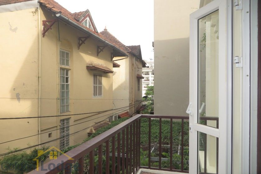 Unfurnished house in Nghi Tam village Tay Ho for rent 15