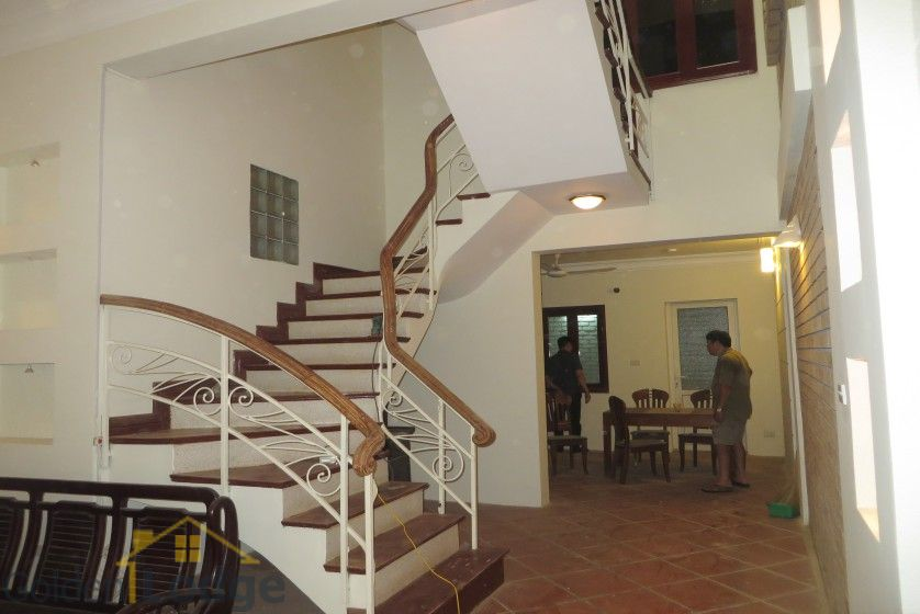 Unfurnished house in Nghi Tam village Tay Ho for rent 2