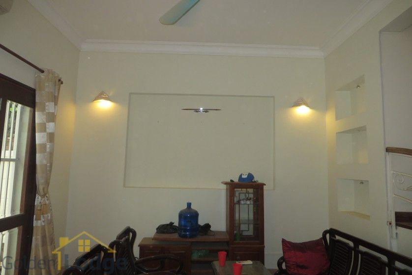 Unfurnished house in Nghi Tam village Tay Ho for rent 3