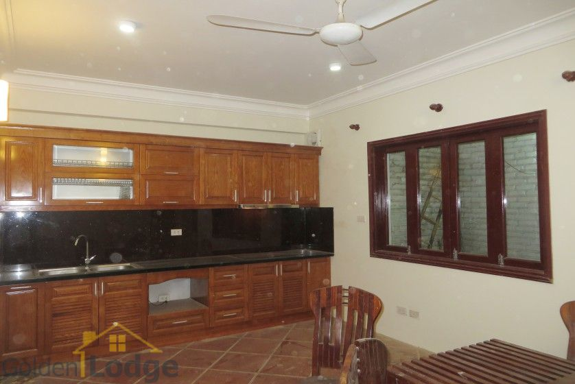 Unfurnished house in Nghi Tam village Tay Ho for rent 5