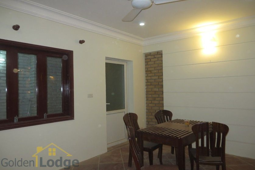 Unfurnished house in Nghi Tam village Tay Ho for rent 6