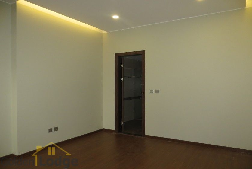 Unfurnished Trang An Complex apartment with 3 beds, 2 shower rooms 10