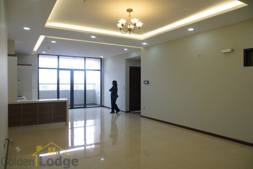 Unfurnished Trang An Complex apartment with 3 beds, 2 shower rooms 2