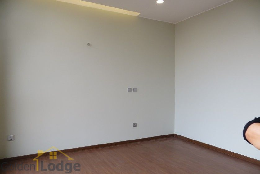 Unfurnished Trang An Complex apartment with 3 beds, 2 shower rooms 9