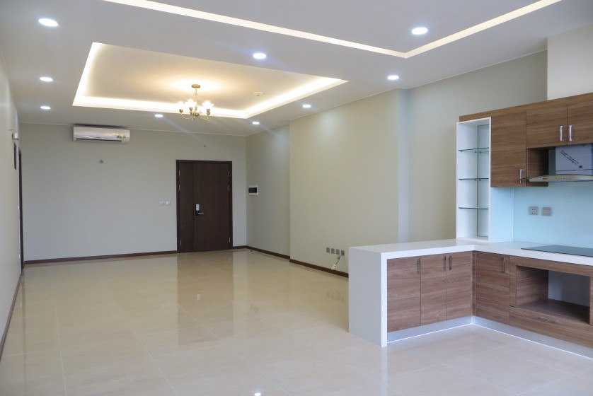 Unfurnished Trang An Complex apartment with 3 beds, 2 shower rooms