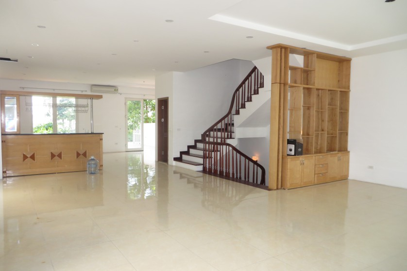 Unfurnished villa in Vinhomes Riverside Hanoi to rent, BIS nearby