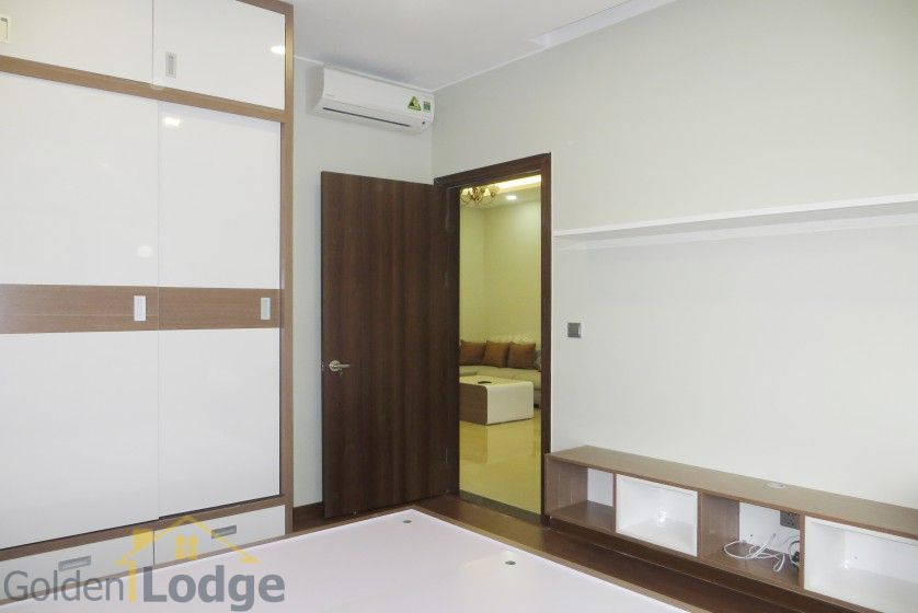 Unique 2 + 1 bedroom apartment rental in Trang An Complex furnished 11