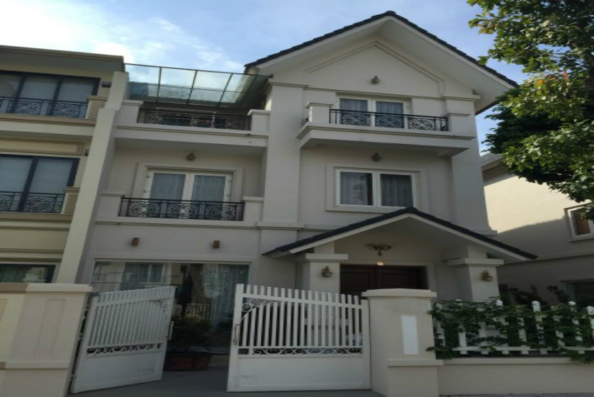 Villa in Vinhomes Riverside for rent in Viet Hung, furnished
