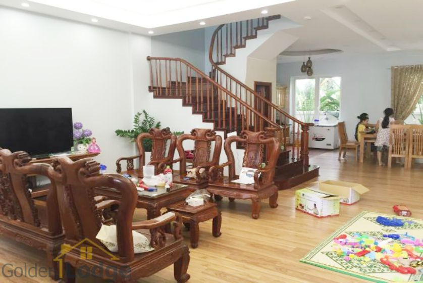 Villa in Vinhomes Riverside for rent in Viet Hung, furnished 1