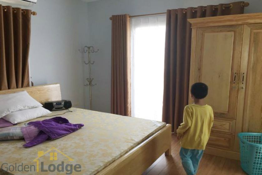 Villa in Vinhomes Riverside for rent in Viet Hung, furnished 10