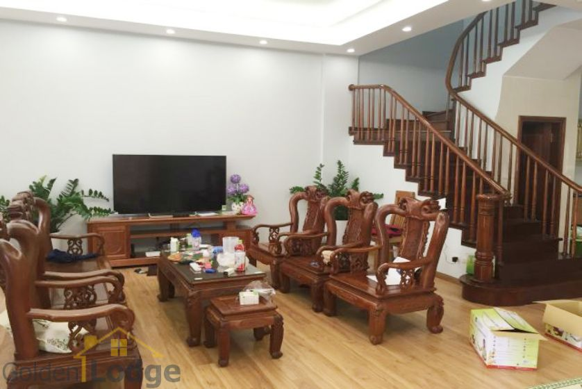 Villa in Vinhomes Riverside for rent in Viet Hung, furnished 2