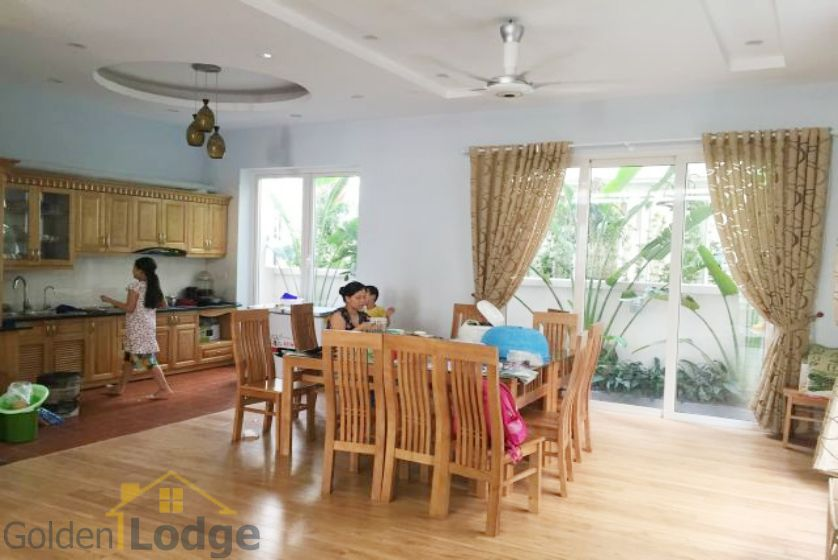 Villa in Vinhomes Riverside for rent in Viet Hung, furnished 3