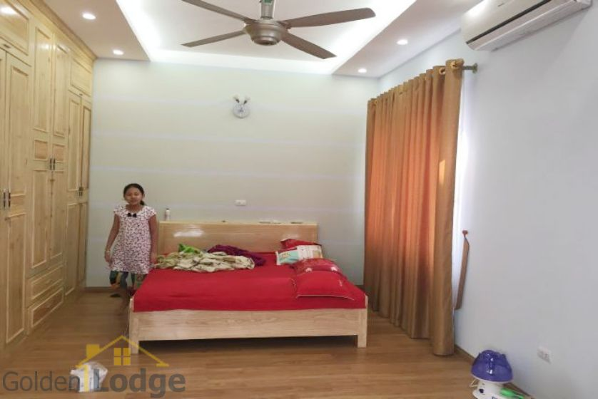 Villa in Vinhomes Riverside for rent in Viet Hung, furnished 4