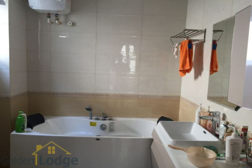 Villa in Vinhomes Riverside for rent in Viet Hung, furnished 5