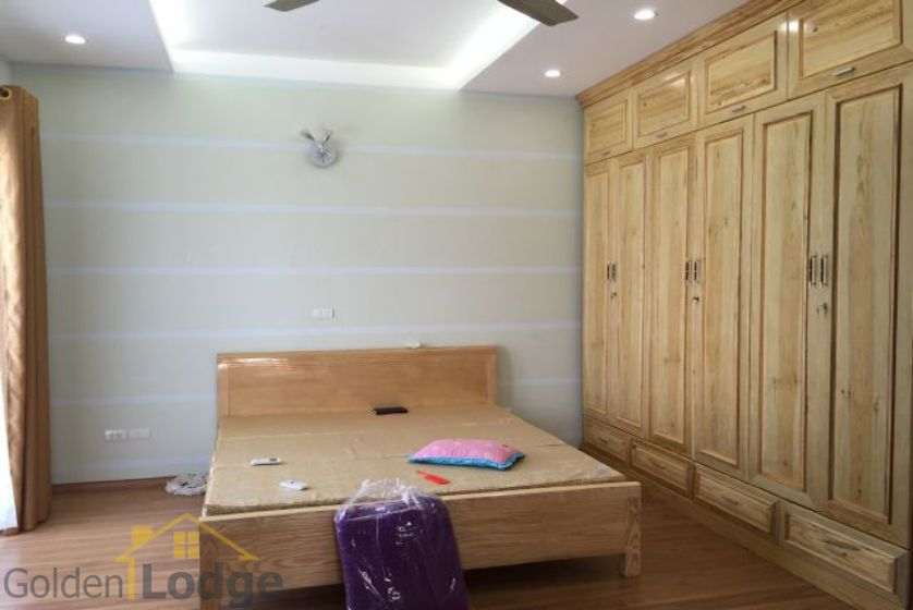Villa in Vinhomes Riverside for rent in Viet Hung, furnished 6