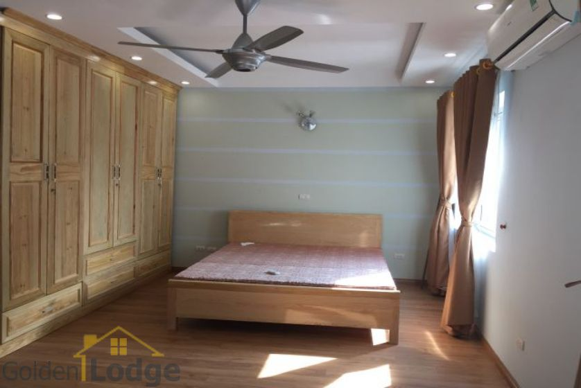 Villa in Vinhomes Riverside for rent in Viet Hung, furnished 8